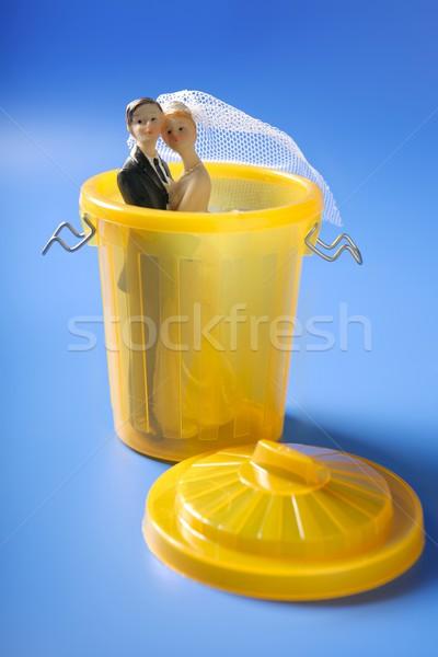 Bruiloft Geel prullenbak echtscheiding metafoor liefde Stockfoto © lunamarina