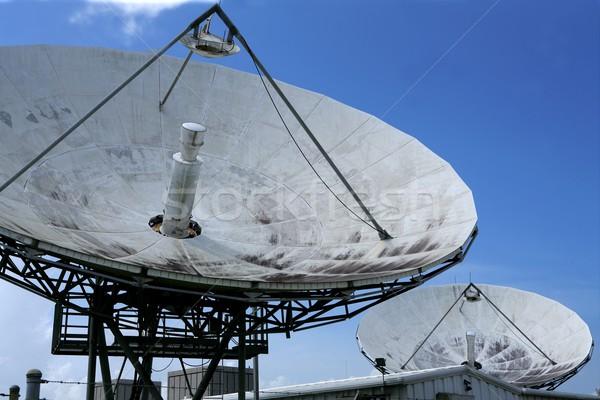 Schotelantenne blauwe hemel ruimte technologie business computer Stockfoto © lunamarina