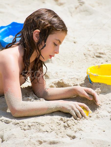 Kid девушки играет белый песчаный пляж Летние каникулы Сток-фото © lunamarina