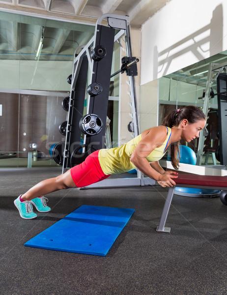 ławce triceps w górę kobieta siłowni Zdjęcia stock © lunamarina