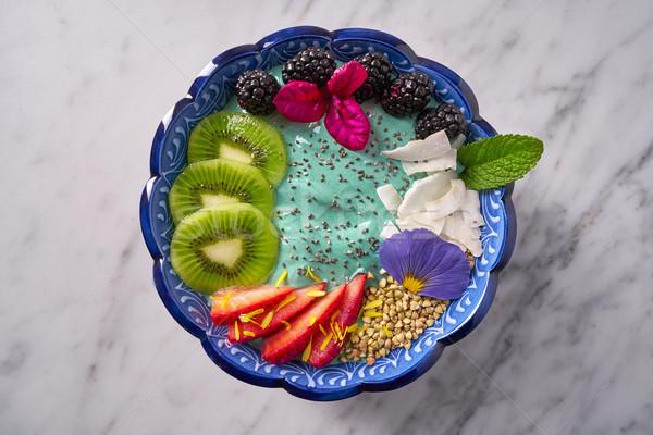 Bol smoothie kiwi BlackBerry fraise fleurs Photo stock © lunamarina