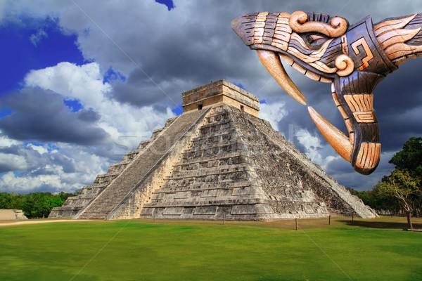 Ancient Kukulcan Mayan temple chichen itza snake Stock photo © lunamarina