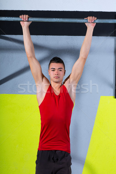 Crossfit tenen bar jonge man bars training Stockfoto © lunamarina