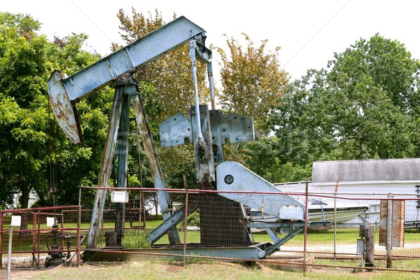 Przemysł naftowy mały wyposażenie instalacja działalności pracy Zdjęcia stock © lunamarina