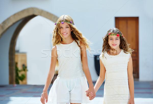 Foto stock: Criança · meninas · caminhada · mão · mediterrânico · aldeia