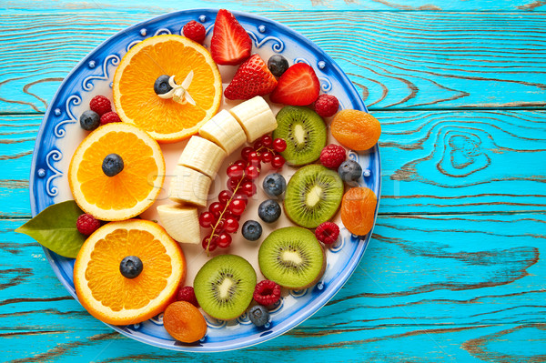 Vruchtensalade ontbijt oranje banaan kiwi bessen Stockfoto © lunamarina
