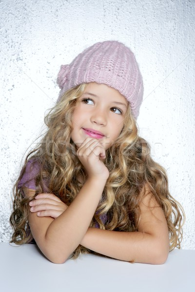 Sorridente gesto little girl inverno rosa boné Foto stock © lunamarina