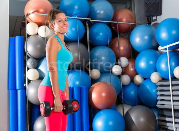 Yeux bleus fille gymnase haltérophilie haltères fitness Photo stock © lunamarina