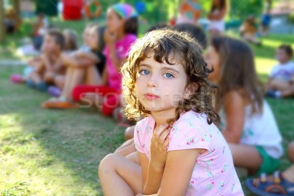 Kız küçük çocuklar bakıyor göstermek açık Stok fotoğraf © lunamarina