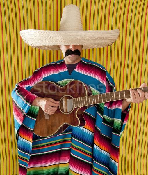 Stock fotó: Mexikói · férfi · szombréró · játszik · gitár · tipikus