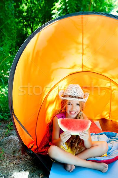 Stock fotó: Kempingezés · gyerekek · lány · sátor · eszik · görögdinnye