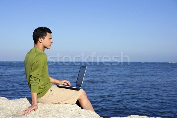 Yakışıklı genç işadamı bilgisayar plaj mavi Stok fotoğraf © lunamarina