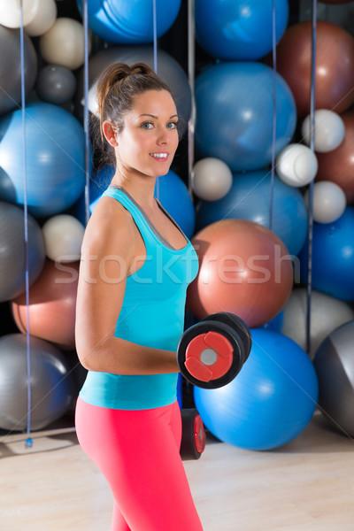 Ojos azules nina gimnasio levantamiento de pesas pesas fitness Foto stock © lunamarina