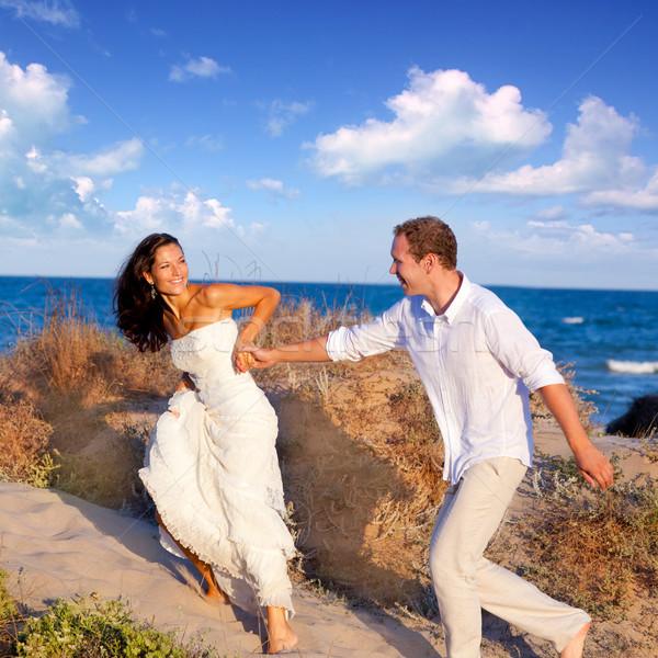 ストックフォト: カップル · 愛 · を実行して · ビーチ · 地中海 · 女性