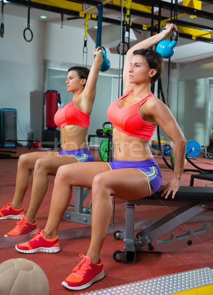 Crossfit fitness levantamiento de pesas mujer espejo Foto stock © lunamarina