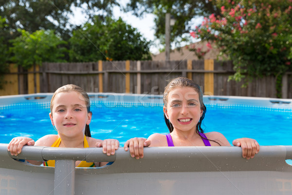 Dziecko dziewcząt basen podwórko szczęśliwy rodziny Zdjęcia stock © lunamarina
