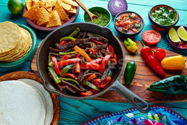 ストックフォト: 牛肉 · ファヒータ · パン · 唐辛子 · メキシコ料理 · メキシコ料理