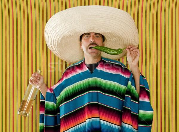 ストックフォト: メキシコ料理 · 口ひげ · 唐辛子 · 酔っ · テキーラ · ソンブレロ