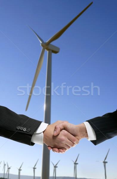 Işadamları çevre rüzgâr değirmen el sıkışma anlaşma Stok fotoğraf © lunamarina