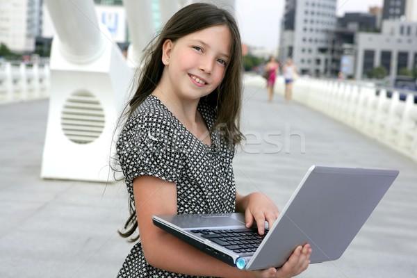 красивой девочку портативного компьютера центра город моста Сток-фото © lunamarina