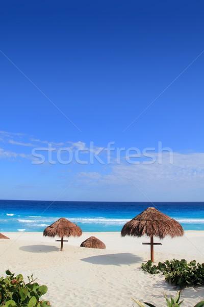 Pecado cabaña playa sol techo turquesa Foto stock © lunamarina