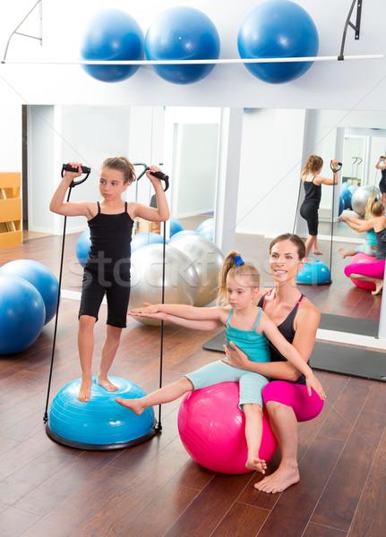 Aeróbica mulher personal trainer crianças menina estabilidade Foto stock © lunamarina