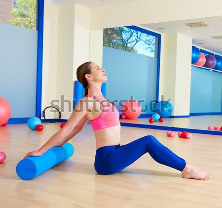 Pilates mujer abierto pierna mecedora ejercicio Foto stock © lunamarina