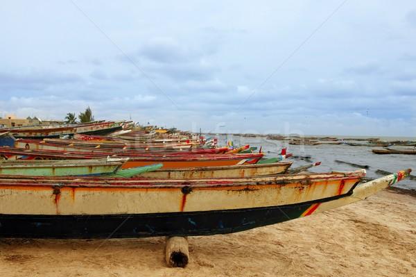 Afrique Sénégal côte bateaux rangée ciel Photo stock © lunamarina