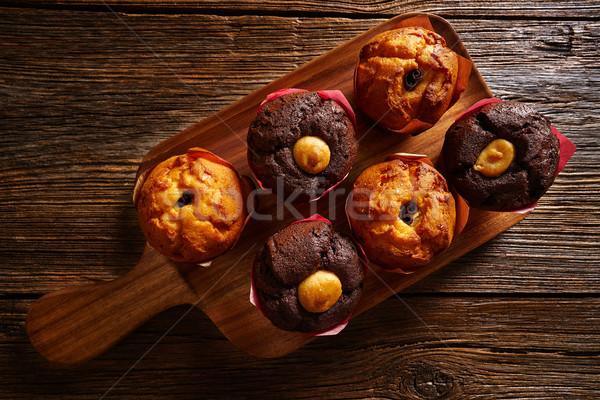 Muffins table chocolat déjeuner grasse Photo stock © lunamarina