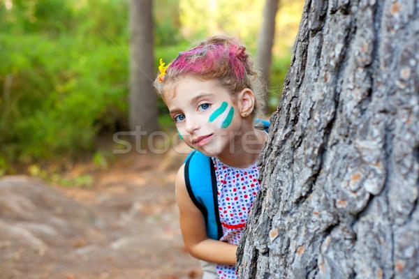 Сток-фото: детей · девочку · счастливым · играет · лес · дерево