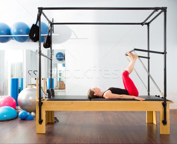 Pilates instruktor kobieta fitness wykonywania Zdjęcia stock © lunamarina