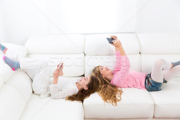 Stock foto: Kid · Mädchen · spielen · Sofa