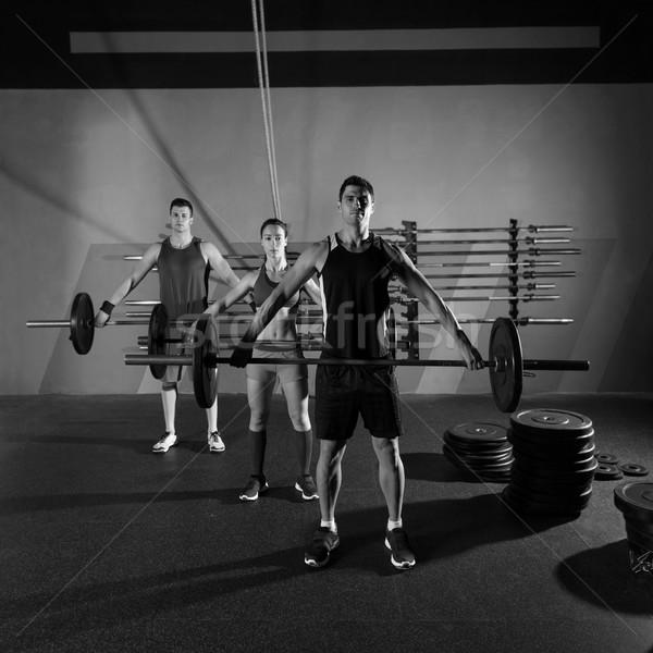 Súlyzó súlyemelés csoport edzés testmozgás tornaterem Stock fotó © lunamarina
