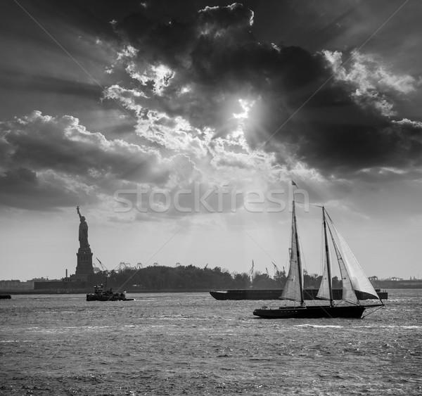 Nova Iorque veleiro pôr do sol estátua liberdade manhattan Foto stock © lunamarina