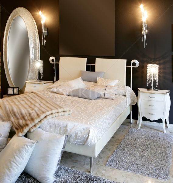 Сток-фото: спальня · современных · серебро · овальный · зеркало · белый