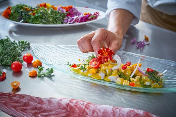 şef eller çiçek yemek mutfak Stok fotoğraf © lunamarina