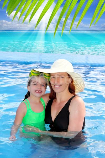 Stok fotoğraf: Anne · kız · sarılmak · havuz · tropikal · plaj · caribbean
