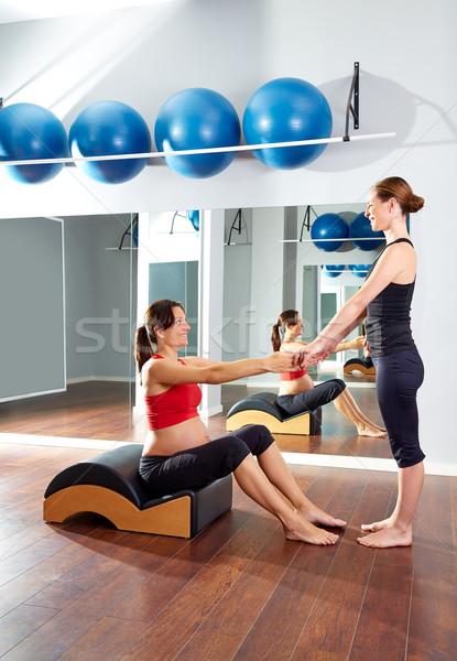Mulher grávida pilates exercer exercício ginásio coluna Foto stock © lunamarina