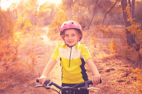 Kid ragazza mountain bike mediterraneo foresta Foto d'archivio © lunamarina