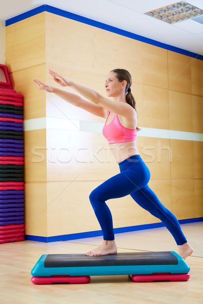 Paso mujer ejercicio entrenamiento gimnasio Foto stock © lunamarina