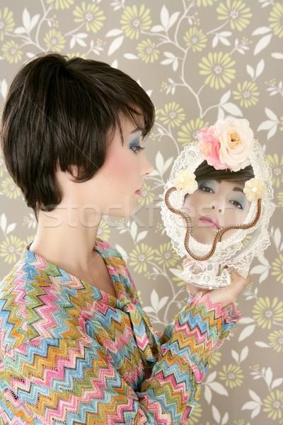 Retro kobieta lustra moda portret Zdjęcia stock © lunamarina