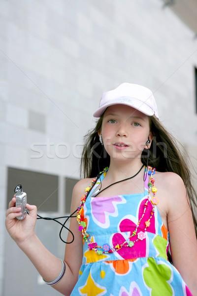 Brünette teen kleines Mädchen Tanz mp3 Kopfhörer Stock foto © lunamarina