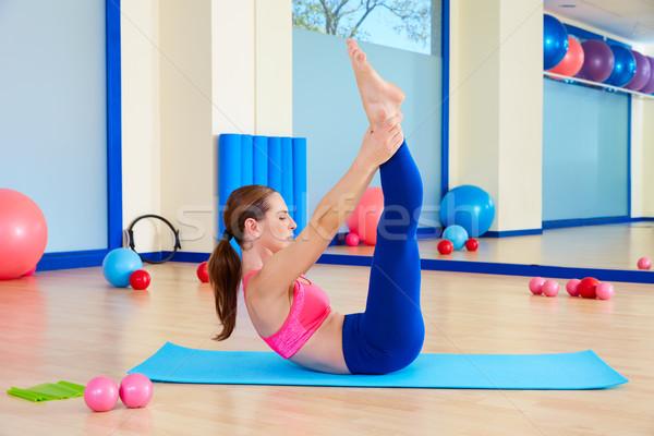 Pilates mujer ejercicio entrenamiento gimnasio Foto stock © lunamarina