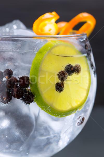 Gin koktél makró közelkép borókabogyók narancs Stock fotó © lunamarina