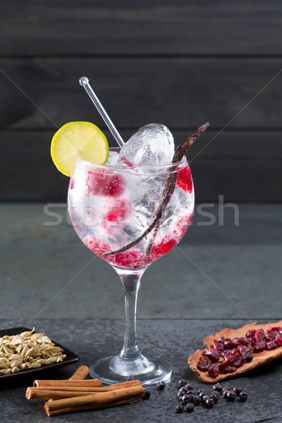 Stockfoto: Gin · cocktail · vanille · framboos · lima · plakje