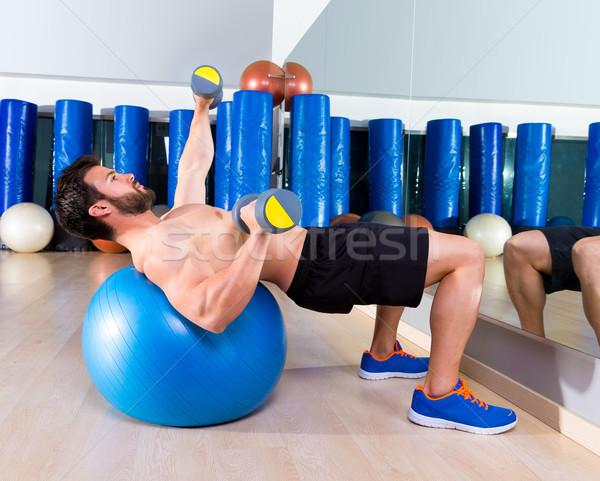 Súlyzó mellkas sajtó fitt labda férfi Stock fotó © lunamarina