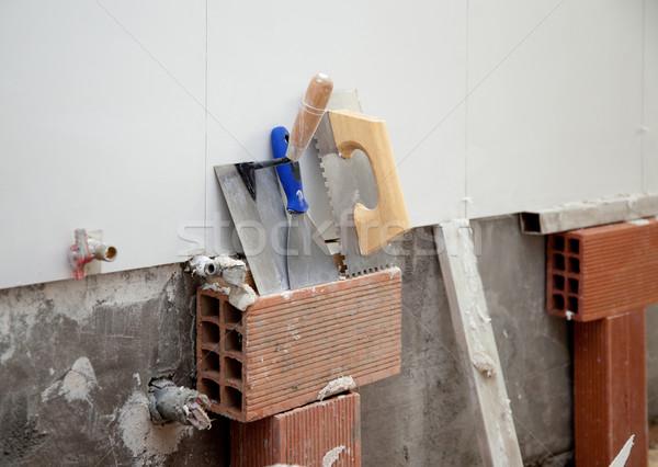 Construction outils spatule tuiles bâtiment homme Photo stock © lunamarina