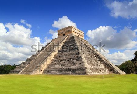 Chichen Itza Kukulkan Mayan pyramid Mexico Stock photo © lunamarina