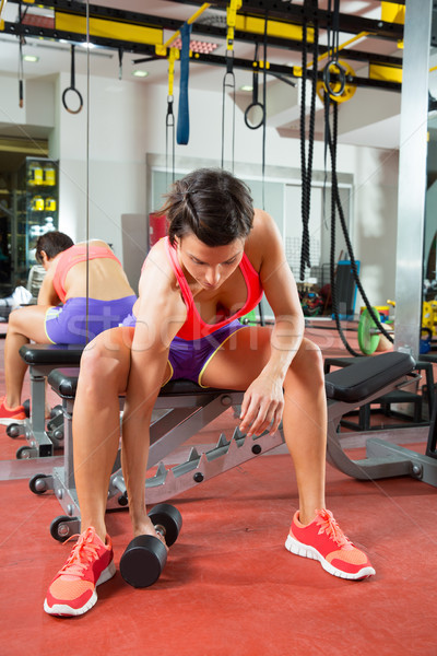 Crossfit fitnessz súlyemelés súlyzó nő tükör Stock fotó © lunamarina