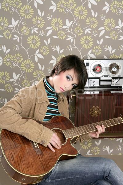 Stock fotó: Retro · nő · zenész · gitáros · klasszikus · régi · tapéta